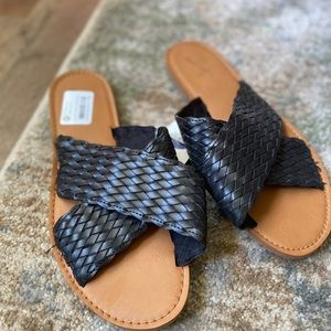 NWT 8 flip flop slides black crisscross sandals